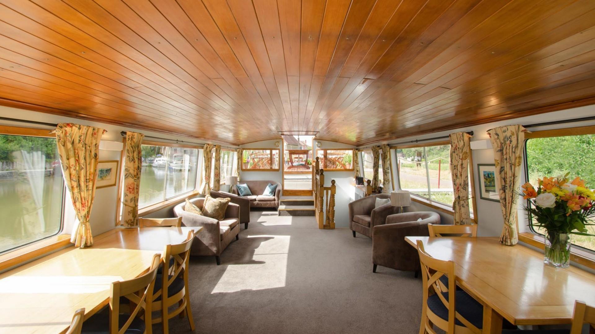 luciole barge interior
