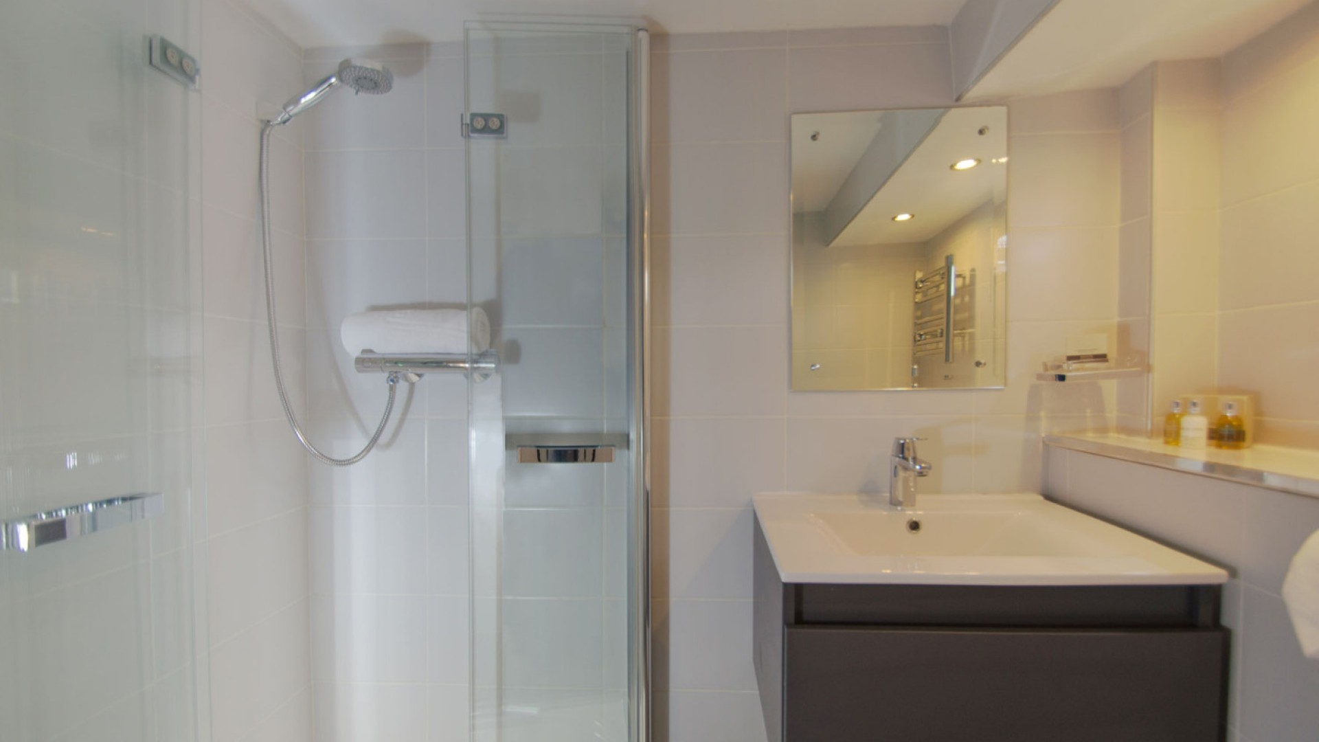 bathroom on luciole barge