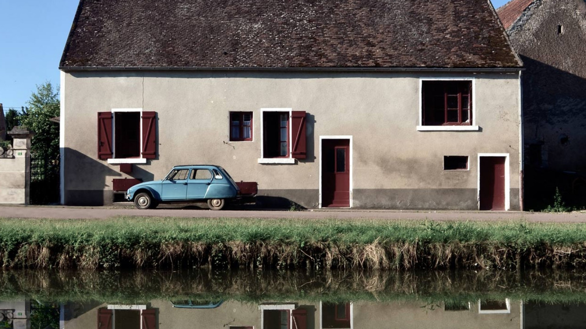 building and car in Burgandy France